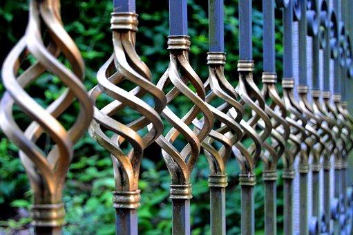 Bezpieczeństwo w domu jednorodzinnym – balustrady