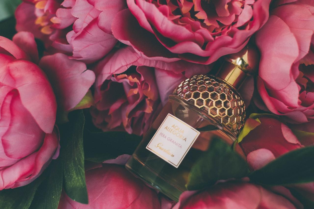 Odpowiedniki perfum oryginalnych – inspiracje, w których można się zakochać